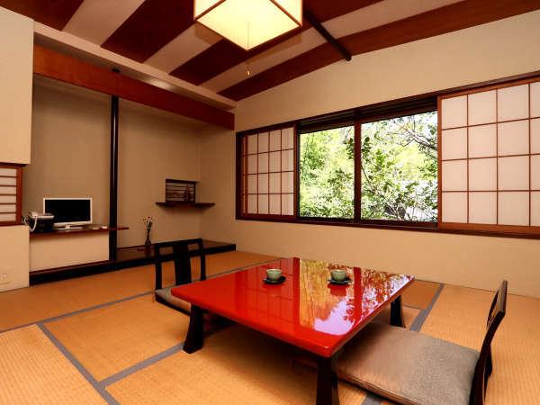 ★8畳と前室が付いたお部屋になります。季節によって変わる自然を眺めたり、一日中本を読んでいたり・・。