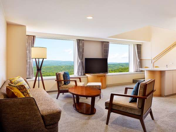 ■全室メゾネット(客室例/ベッドルーム):窓の外の景色をゆったり眺めながらお寛ぎください。
