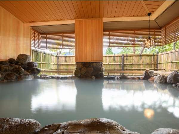 天然温泉かけ流し貸切風呂【翠】岩風呂…とにかく広い!!ご家族・グループ様でもゆったりお入り頂けます♪