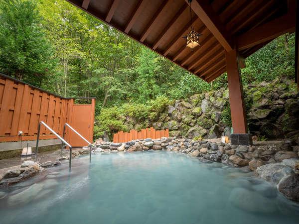 『露天風呂』日によって温泉の色が変わるのも楽しみの1つです♪