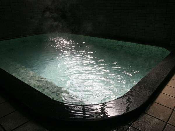 全国的にも希少な自然湧出温泉。本物の温泉をお愉しみください。