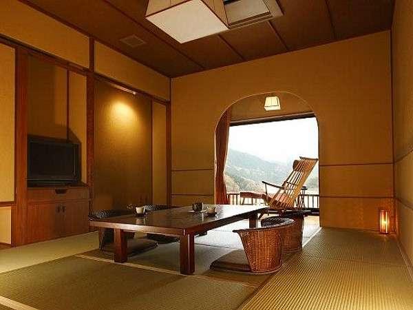 【茜八重】専用の半露天風呂と湯上り用の洗面リビング、広縁付き和室10帖の広々としたお部屋です。