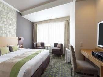160cmのクイーンサイズベッドをご用意しているダブル。おふたりの優雅なひとときを。