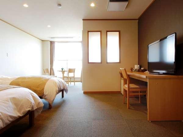 清潔感あふれる客室は約30平米のゆとり。山側・海側どちらからの眺めも良好です♪