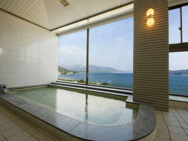 天橋立と丹後の海を眺望できる展望風呂