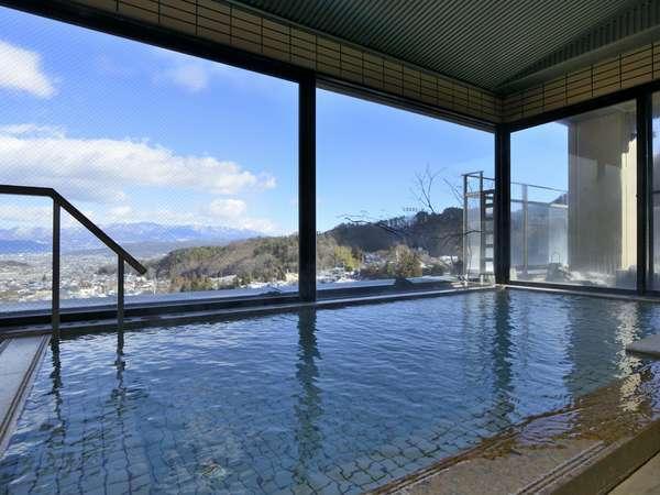 上信越国立公園の山々を望む7階展望風呂