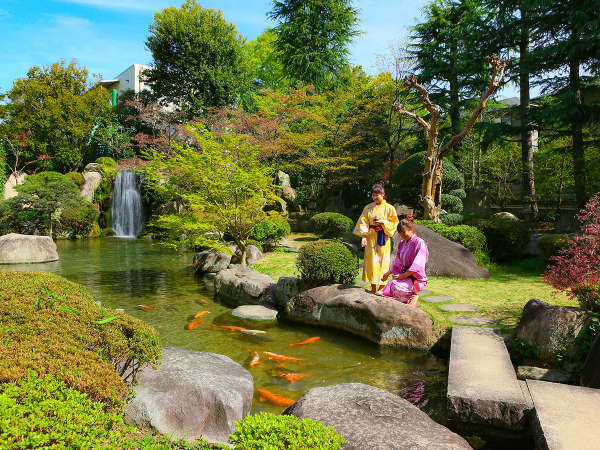 滝のある日本庭園をお散歩