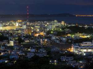 沖縄市街の夜景が眼下に広がります★