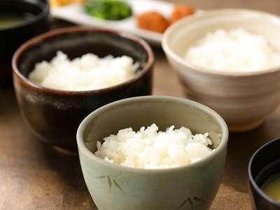 新潟といえば米処。自慢の朝食で【新潟県産米三種食べ比べ】をお楽しみください!