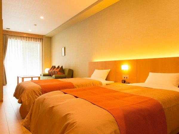 3階洋室、ソファーベッドご利用で3名様まで ベランダからは鳩ノ巣渓谷を一望