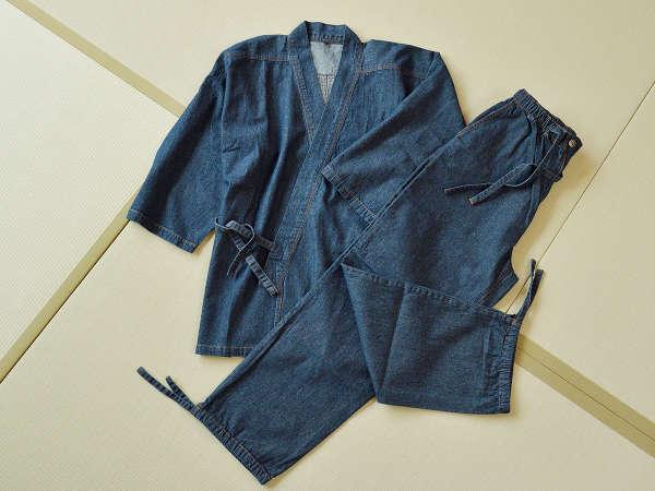 館内着には瀬戸内ブルーの「デニム作務衣」をご用意しています。