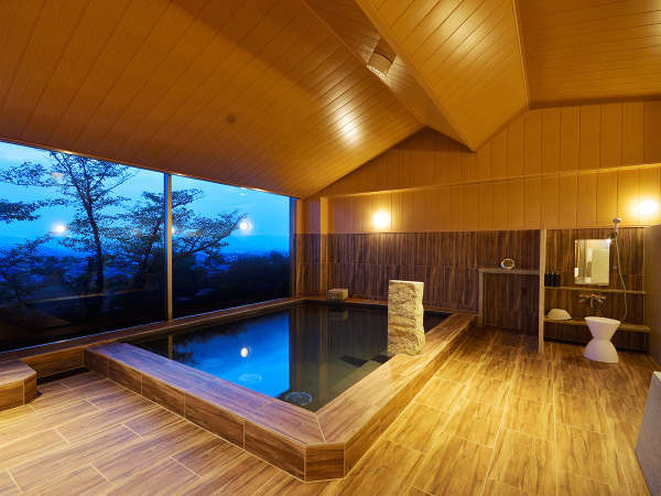 大浴場「THE CALM」高濃度ラジウム温泉がココロとカラダを癒してくれます。
