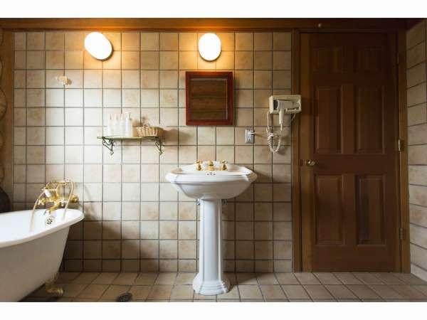 猫足バスタブが可愛い浴室