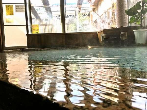 【大浴場】下賀茂温泉100%源泉掛け流しです!ちょっぴりショッパイ温泉をお楽しみください!