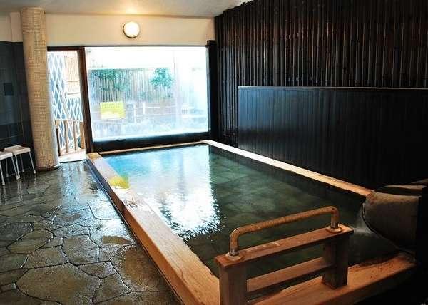 【大浴場】100%源泉掛け流しです!石廊館の側を流れる青野川は源泉密集地帯!新鮮な温泉です。