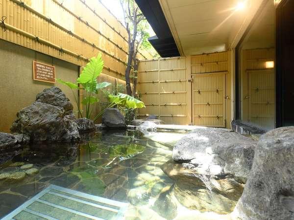 露天岩風呂「紫水晶」男湯にございます露天風呂。※清掃時間以外は常にご入浴可能です。