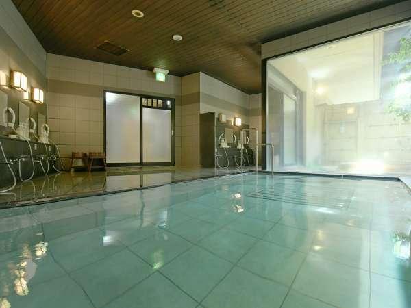 【大浴場】無色透明で無臭の泉質を持つ石和温泉が、肌触りのいい美肌を作ってくれます