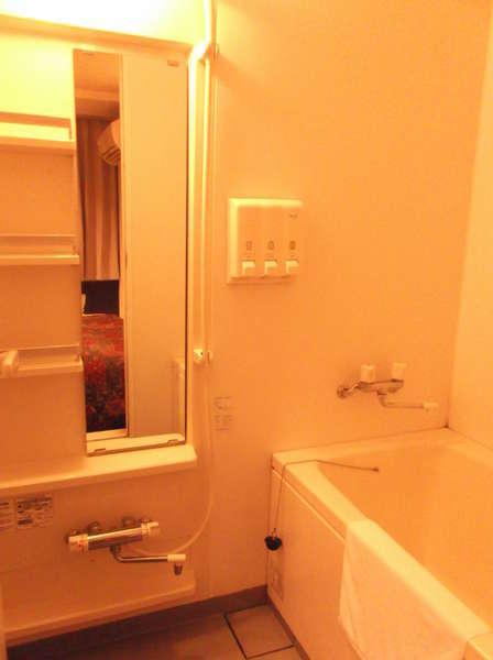 ツインルーム浴室:ツインルームだけトイレとセパレートタイプになります。