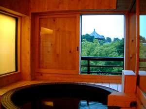 猿沢池・五重塔を眺望できる展望風呂♪夜(18:00~22:00)は幻想的に猿沢池・五重塔がライトアップされます。