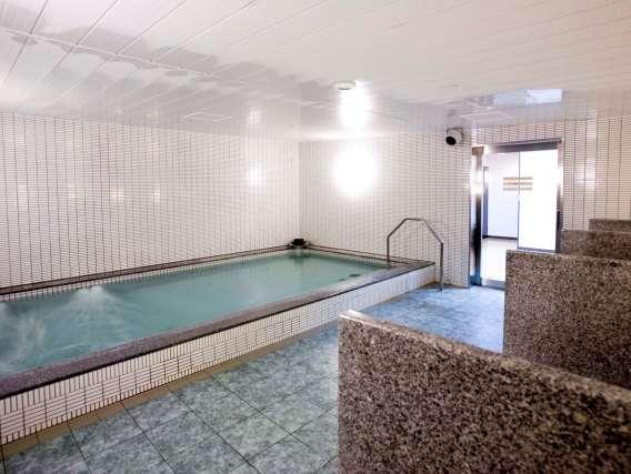 ホテル内浴場 入浴時間:6:00A.M.~9:00A.M.、2:00P.M.~12:00MID(時期により異なります)