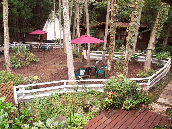 【中庭】森林浴、バードウォチングと四季の自然が楽しめます