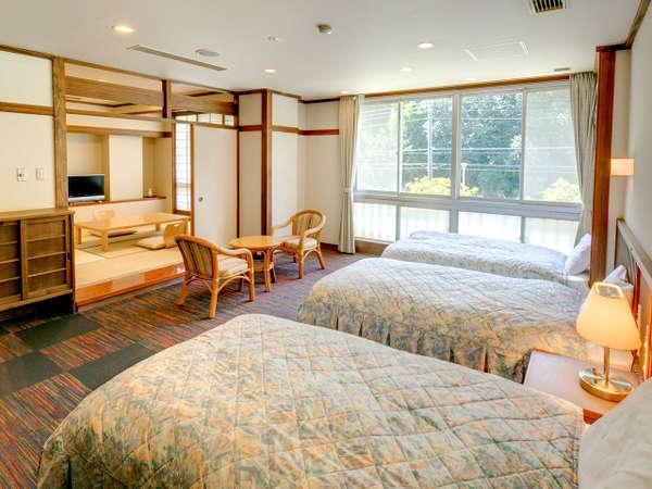 【和洋室】ベッド3台と布団が3枚で合計6名までご宿泊いただけます。