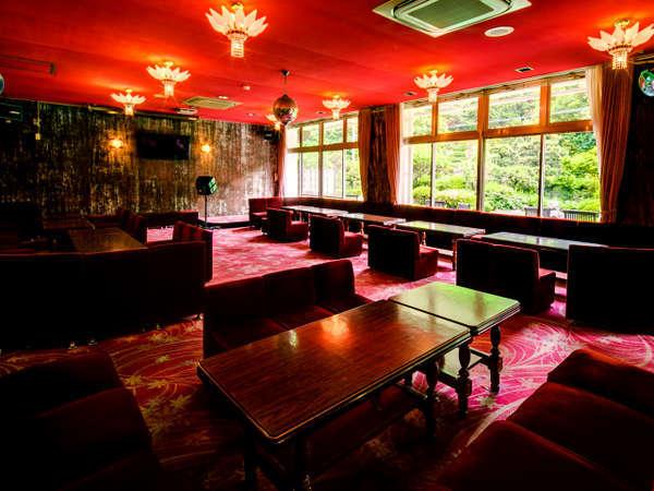 昭和レトロなラウンジです♪コーヒーサービス、カラオケ、憩いの場。