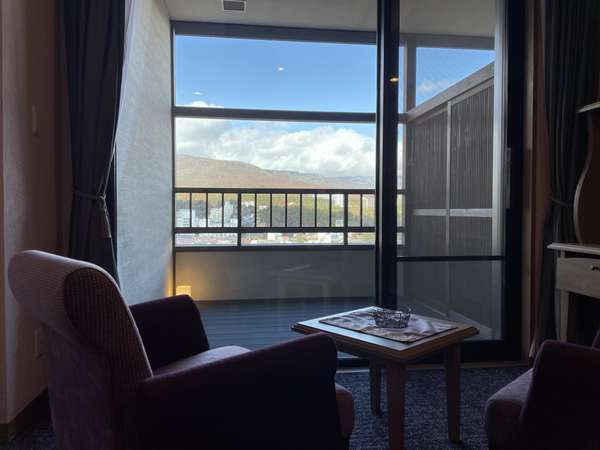 【客室】Lavista(眺望)の名に相応しい、美しい四季折々の景色はお部屋からお愉しみいただけます。