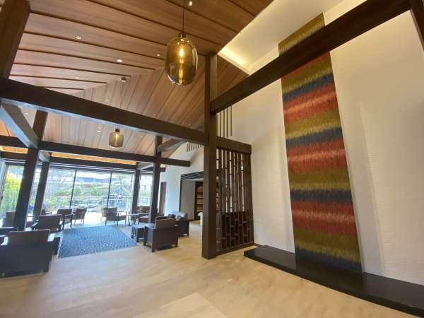 【館内】2階ラウンジは天井が高く、旅のひと時を演出いたします。