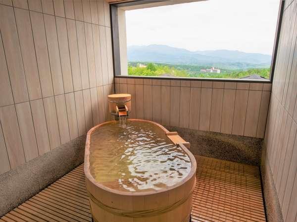 【無料貸切風呂】「山の湯」最上階にある露天風呂からは絶景を愉しめます。