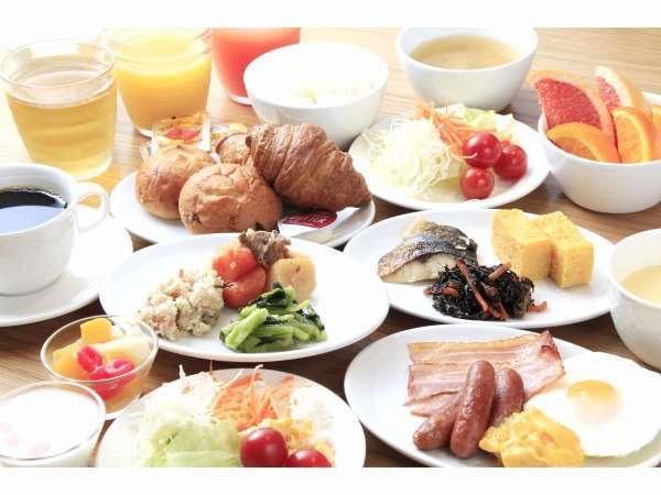 朝食は和洋ビュッフェスタイル。朝の7時よりオープン。