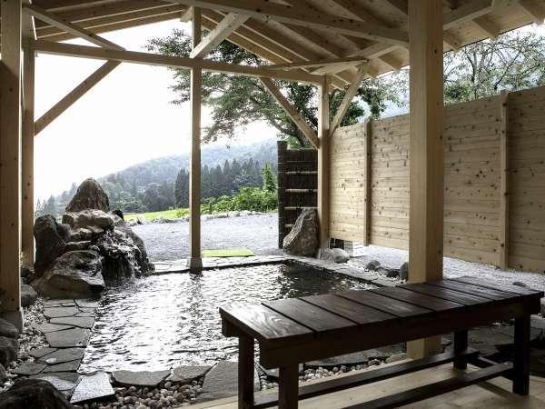 広々とした温泉で、高山村の絶景をお愉しみください