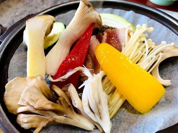 【個室食と貸切温泉を愉しむ宿 旅館わらび野】信州高山温泉郷の蕨温泉 日本の原風景の中に佇む一軒の温泉宿