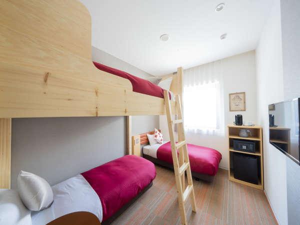 コンフォートツイン☆2段ベッドがある客室。シングルベッドを追加されますと3名様までご宿泊可能です。