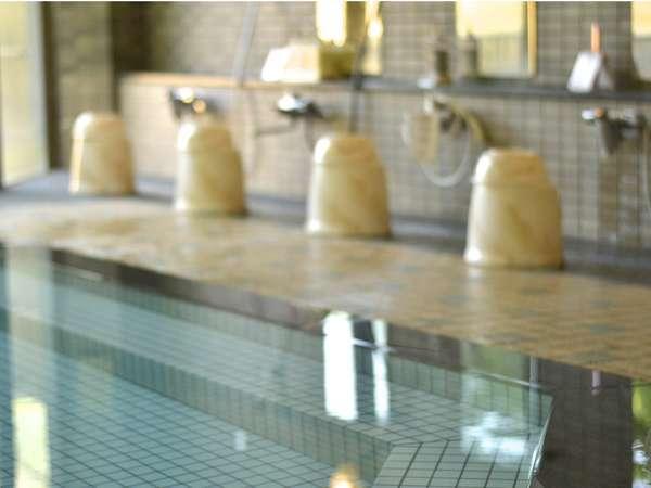 内湯イメージ。ガラス張りでそのまま芦ノ牧温泉の大自然を楽しめる。