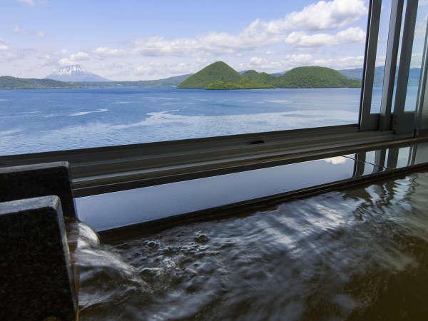 【乃の風倶楽部展望風呂付客室】窓を空けると洞爺湖の大自然を味わえます。