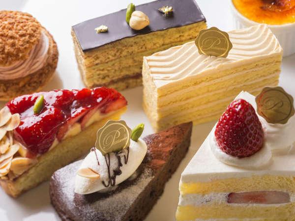 【ガトー・ド・ボヌール】パティシエ特製ケーキは併設カフェでもお召し上がりいただけます。