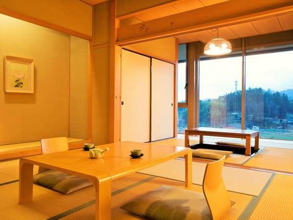 和室全室・堀こたつ付 6~8畳+堀こたつの間4畳 奥出雲の大自然を眺めながら至福のひとときを。