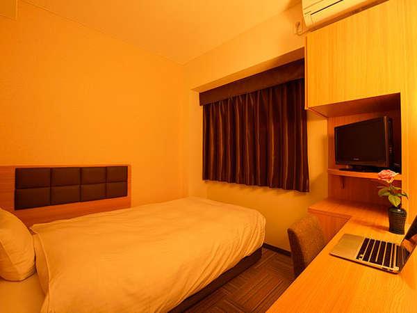 【シングル】デュベスタイルベッドで快適。有線LAN・スマートフォン充電器等アメニティ充実