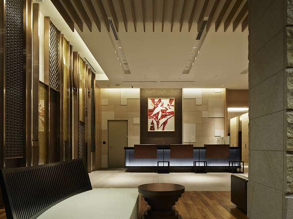 【1Fフロント】*ようこそ、三井ガーデンホテル大阪プレミアへ。