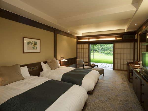 一万坪の日本庭園を望む「藤殿グレードアップツイン 33平米」