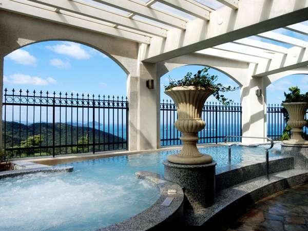 大自然の風に身を任せ、やすらぎのリラクゼーション。(景色がお楽しみいただけるのは男性風呂のみ)