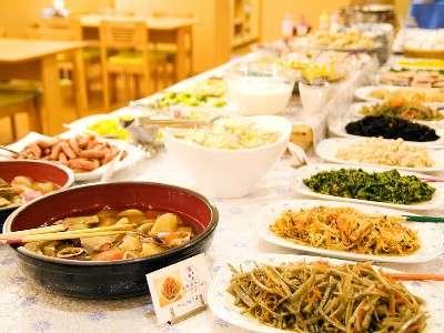 和食中心手作りの味 和洋食バイキングの朝食♪