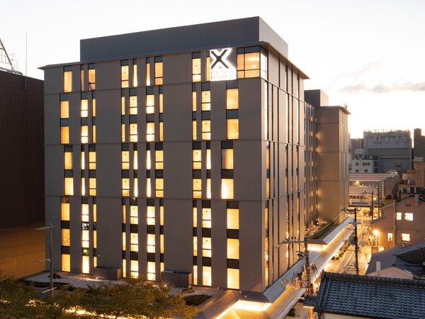 河原町通と木屋町通に挟まれた龍馬通に位置するクロスホテル京都