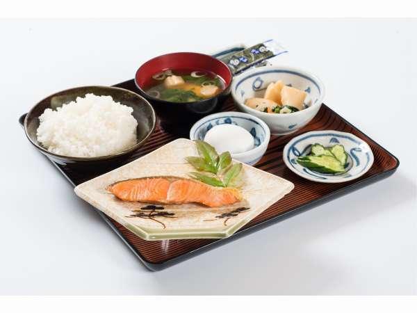【朝食】和定食の一例 信州安曇野産米、松本地場産たまご(洋定食もお選び頂けます)