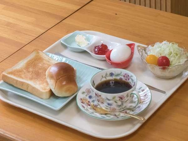 モーニング(朝食)です。コーヒー、パン、ゆで卵、サラダ(若しくは日替わりでヨーグルト)です。