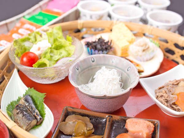 *朝食一例/和食膳または和洋バイキング 地産のお野菜や魚介もお楽しみいただけます。