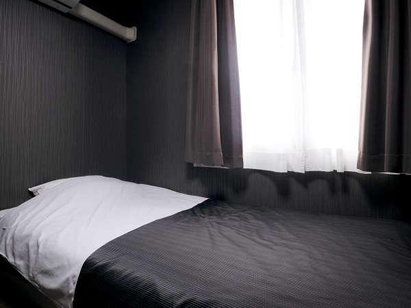 【シングル】ゆったり幅のベッドでお寛ぎください