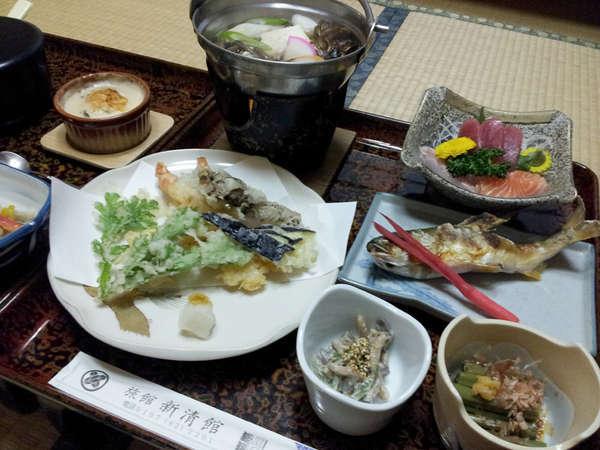 【湯川温泉 新清館】お食事は【お部屋食】24時間入浴可能な天然温泉とおもてなしが自慢