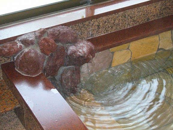 お風呂は100%天然温泉です